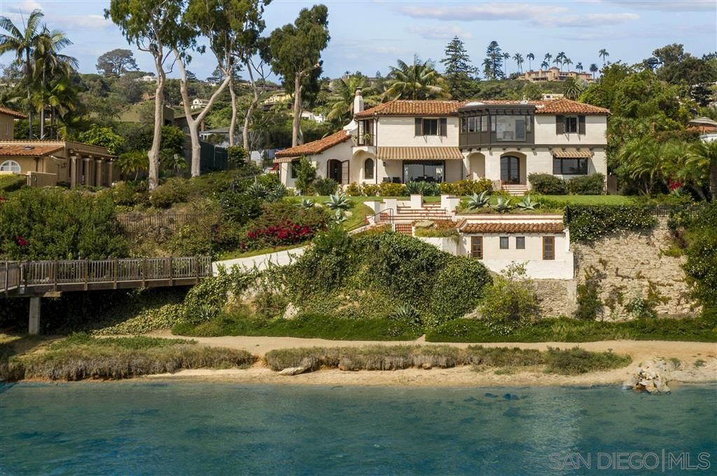 Main Photo: House for sale : 5 bedrooms : 2900 Nichols Street in Point Loma