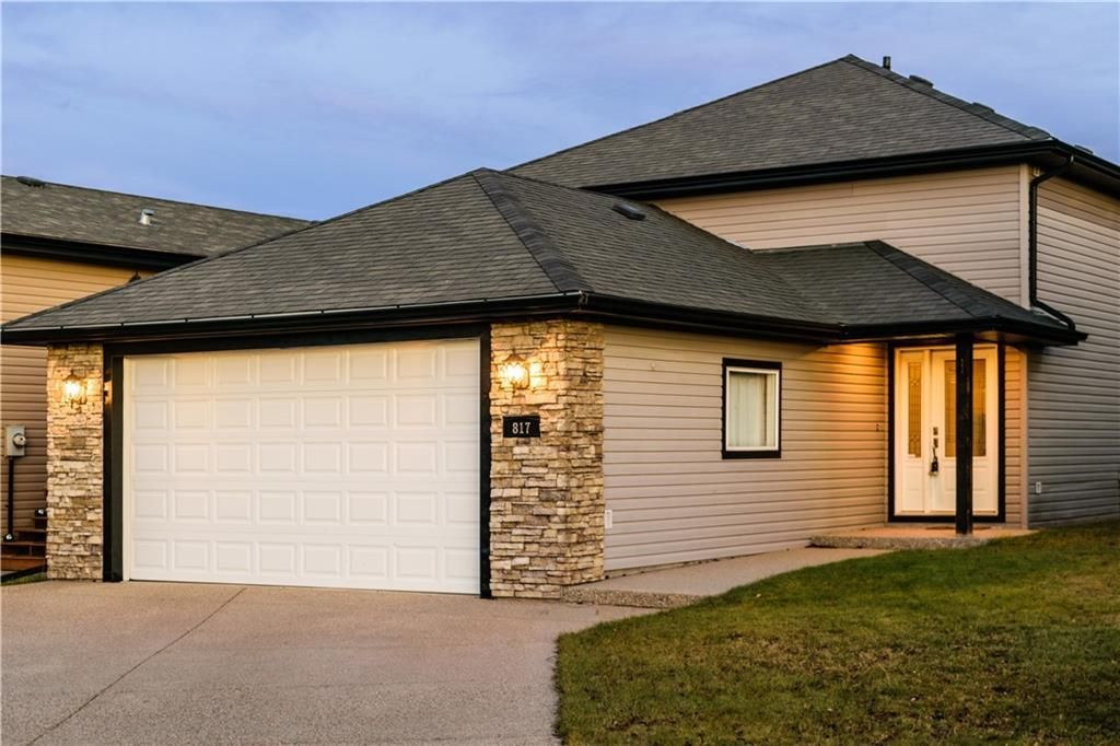 Main Photo: 817 Beckner Crescent: Carstairs Detached for sale : MLS®# C4300369