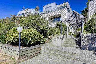 """Photo 2: 5 2150 SE MARINE Drive in Vancouver: Fraserview VE Townhouse for sale in """"Leslie Terrace"""" (Vancouver East)  : MLS®# R2206257"""