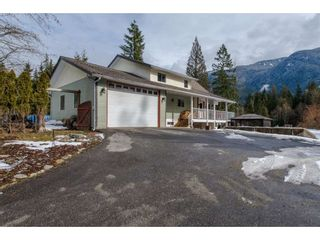Photo 4: 13068 DEGRAFF Road in Mission: Durieu House for sale : MLS®# R2345180