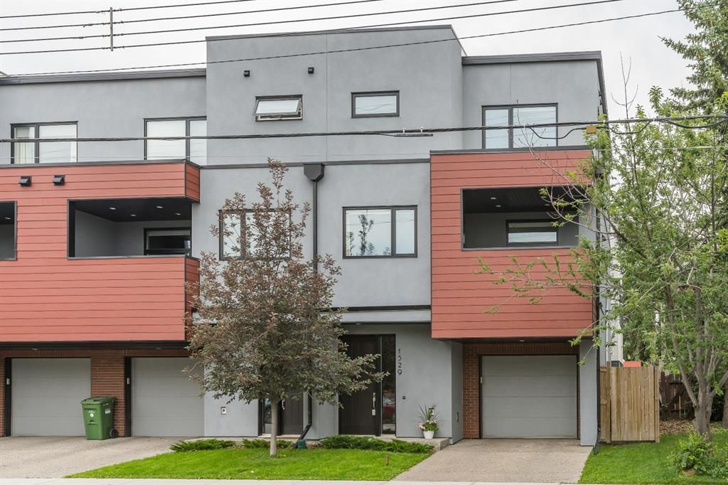 Welcome to this end-unit townhouse condo in Bankview!