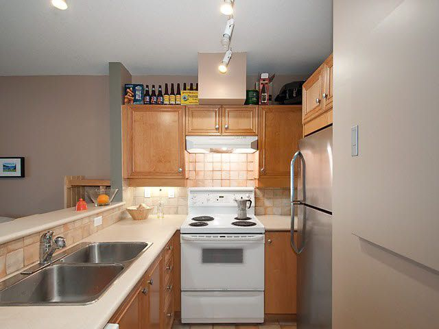 "Photo 8: Photos: 104 2929 W 4TH Avenue in Vancouver: Kitsilano Condo for sale in ""THE MADISON"" (Vancouver West)  : MLS®# V1122128"