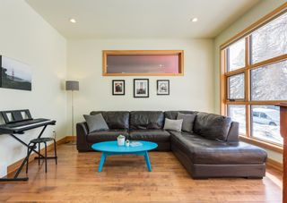 Photo 5: 3322 41 Street SW in Calgary: Glenbrook Detached for sale : MLS®# A1069634
