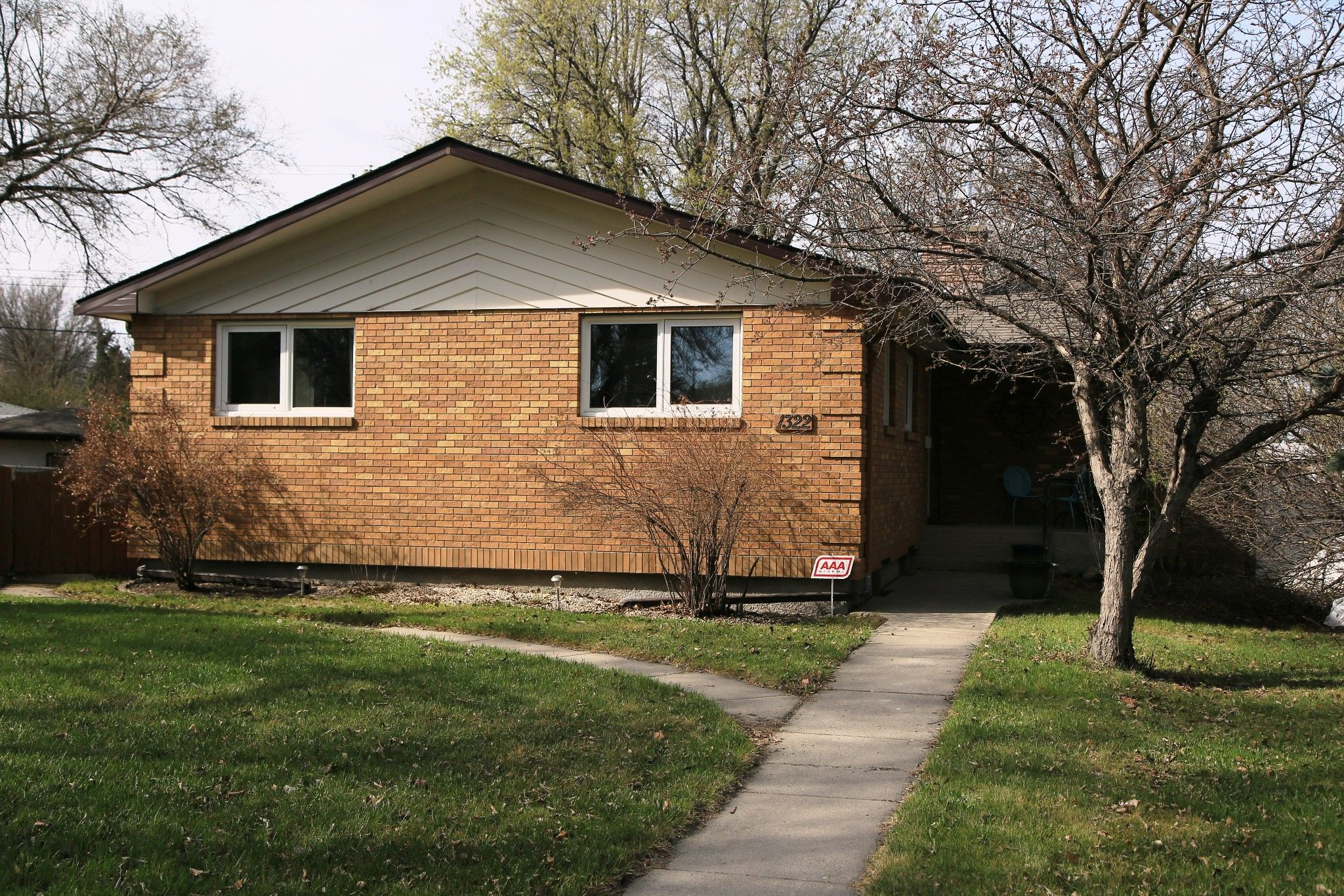 Photo 2: Photos: 1322 Valour Road in Winnipeg: Sargent Park Single Family Detached for sale (5C)  : MLS®# 1811835