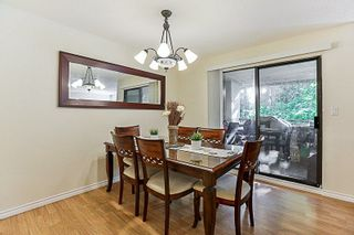 Photo 4: 14835 HOLLY PARK Lane in Surrey: Guildford Townhouse for sale (North Surrey)  : MLS®# R2211598