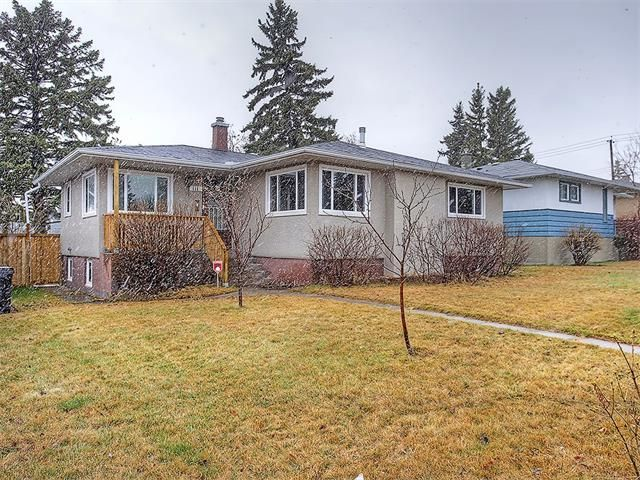 Main Photo: 111 42 Avenue NE in Calgary: Highland Park House for sale : MLS®# C4112502