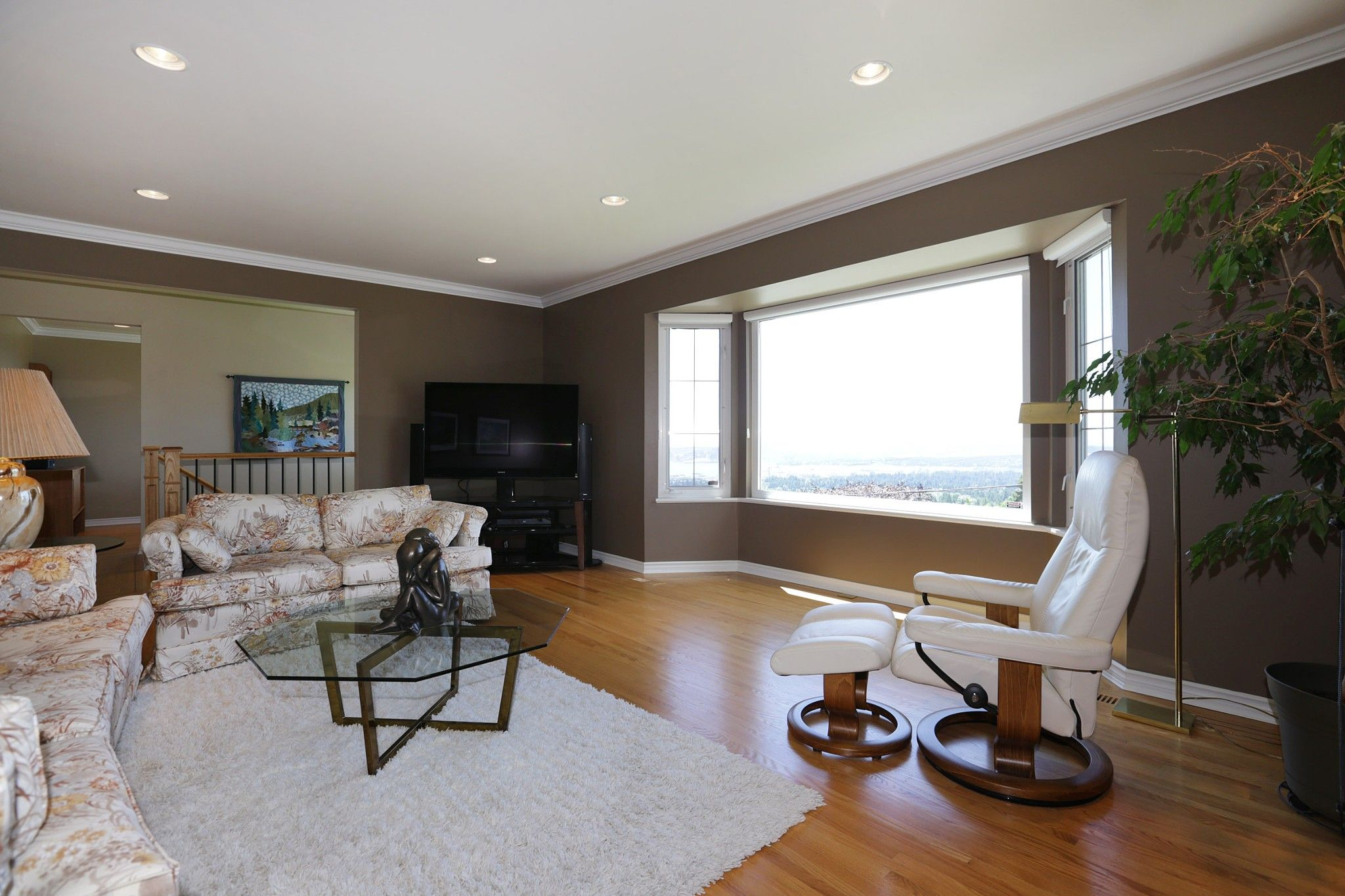 Photo 3: Photos: 372 VENTURA Crescent in North Vancouver: Upper Delbrook House for sale : MLS®# R2284717