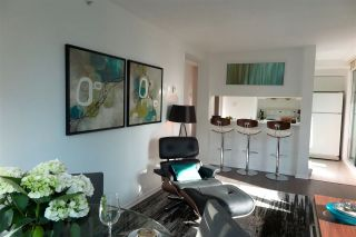 Photo 5: 2001 1238 MELVILLE STREET in Vancouver: Coal Harbour Condo for sale (Vancouver West)  : MLS®# R2051122