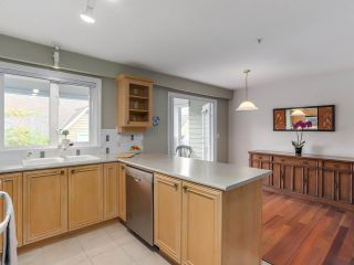 """Photo 9: 307 988 W 54TH Avenue in Vancouver: South Cambie Condo for sale in """"HAWTHORNE VILLA"""" (Vancouver West)  : MLS®# R2284275"""