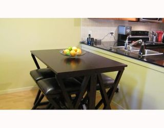 """Photo 8: 212 315 KNOX Street in New Westminster: Sapperton Condo for sale in """"SAN MARINO"""" : MLS®# V809268"""