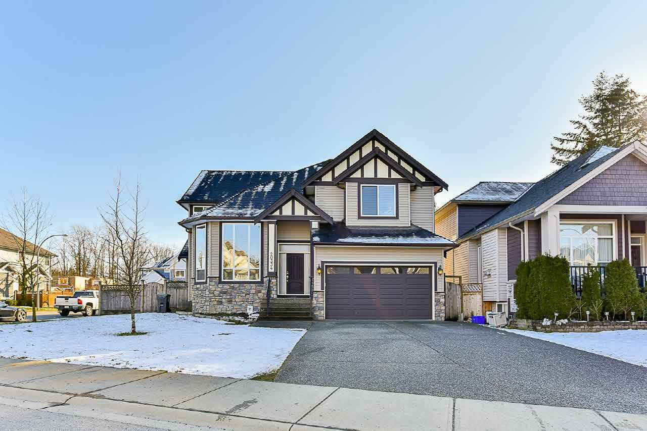 Main Photo: 20334 98A Avenue in Langley: Walnut Grove House for sale : MLS®# R2184536