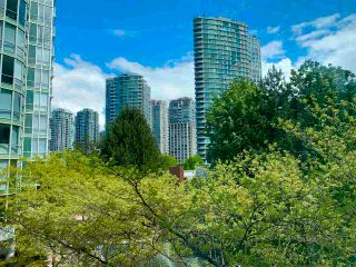 """Photo 8: 603 1099 MARINASIDE Crescent in Vancouver: Yaletown Condo for sale in """"Marinaside Resort"""" (Vancouver West)  : MLS®# R2580994"""