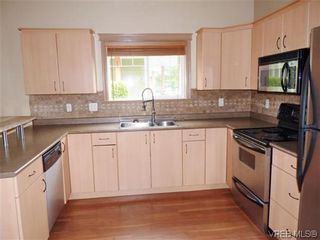 Photo 10: 131 951 Goldstream Ave in VICTORIA: La Langford Proper Row/Townhouse for sale (Langford)  : MLS®# 608963