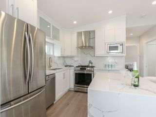 Photo 9: 949 E 20TH AVENUE in Vancouver: Fraser VE Townhouse for sale (Vancouver East)  : MLS®# R2288935