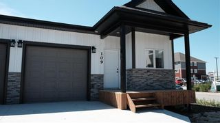 Photo 1: 90 Prairie Crossings Court in Niverville: R07 Condominium for sale : MLS®# 202122455