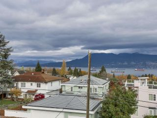 Photo 2: 3949 W 13TH Avenue in Vancouver: Point Grey House for sale (Vancouver West)  : MLS®# R2119677