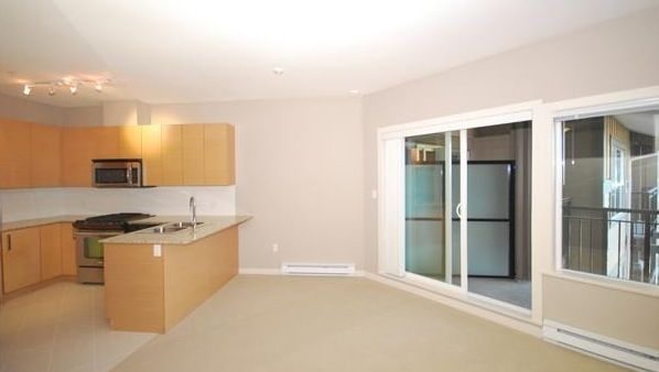 Main Photo: 404 5889 IRMIN Street in Burnaby: Metrotown Condo for sale (Burnaby South)  : MLS®# R2030866