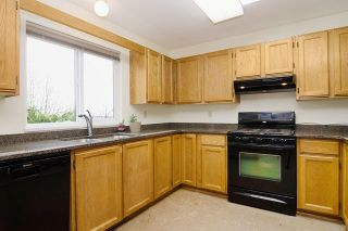 Photo 3: 413 MARINER Way in Coquitlam: Coquitlam East House for sale : MLS®# R2042897