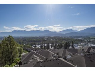 """Photo 1: 127 8590 SUNRISE Drive in Chilliwack: Chilliwack Mountain Townhouse for sale in """"Maple Hills"""" : MLS®# R2571129"""