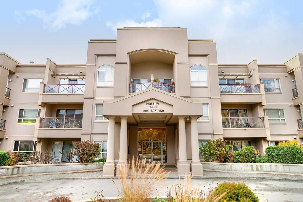 """Main Photo: 221 2109 ROWLAND Street in Port Coquitlam: Central Pt Coquitlam Condo for sale in """"PARKVIEW PL"""" : MLS®# R2222216"""