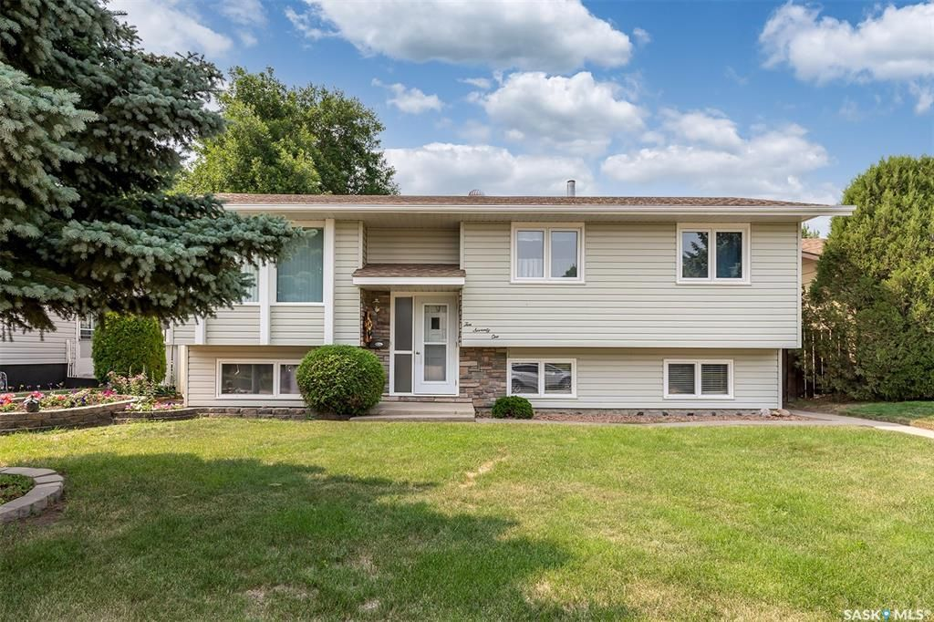Main Photo: 1071 Corman Crescent in Moose Jaw: Palliser Residential for sale : MLS®# SK864336