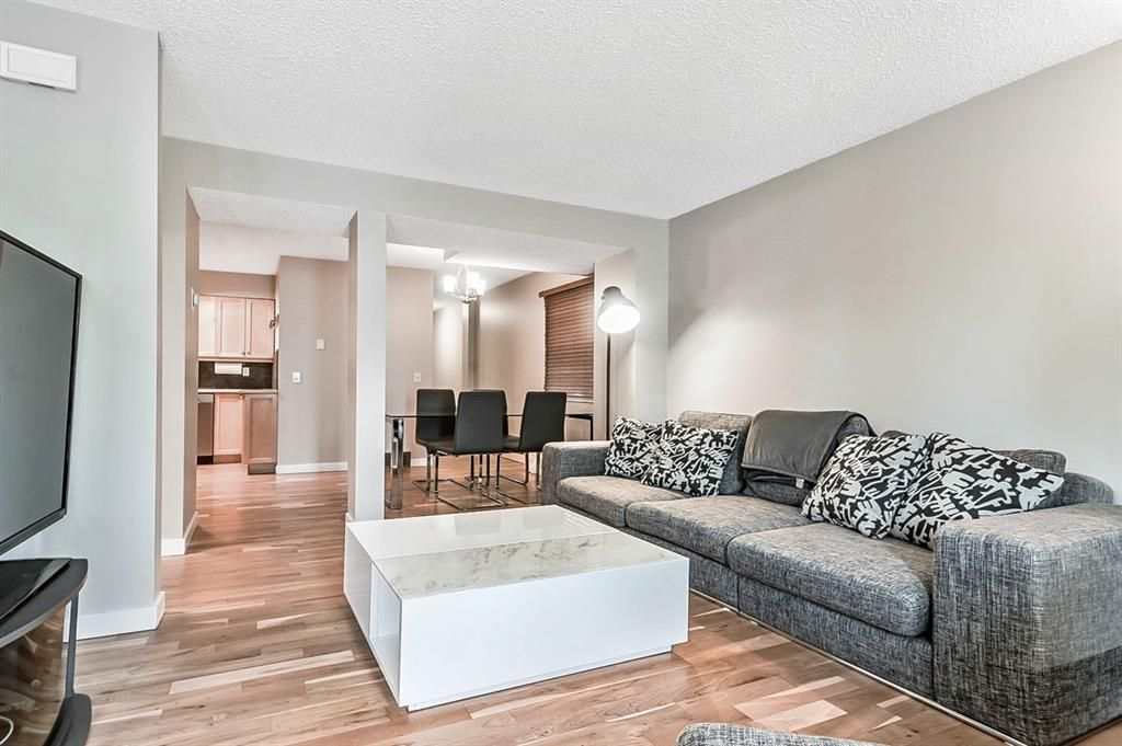 Photo 7: Photos: 2621C 1 Avenue NW in Calgary: West Hillhurst Row/Townhouse for sale : MLS®# A1111551