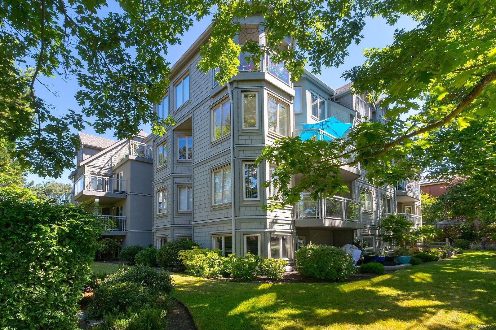 Main Photo: 304 1687 Poplar Ave in : SE Mt Tolmie Condo for sale (Saanich East)  : MLS®# 879801