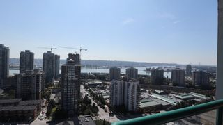 """Photo 3: 1702 121 TENTH Street in New Westminster: Uptown NW Condo for sale in """"VISTA ROYALE"""" : MLS®# R2300815"""