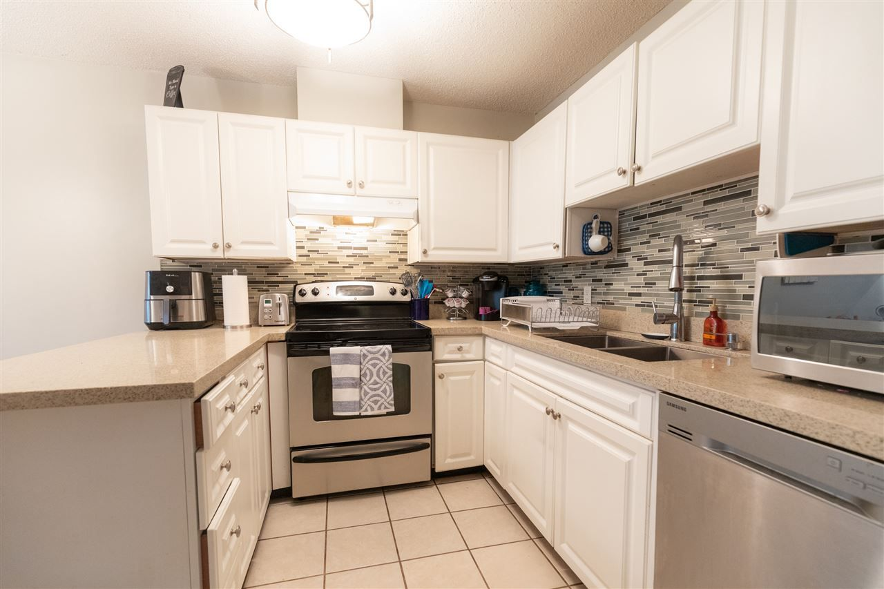 """Photo 3: Photos: 505 3970 CARRIGAN Court in Burnaby: Government Road Condo for sale in """"THE HARRINGTON"""" (Burnaby North)  : MLS®# R2499322"""