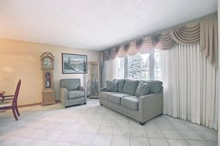 Photo 2: 3203 Oakwood Drive SW in Calgary: Oakridge Detached for sale : MLS®# A1109822