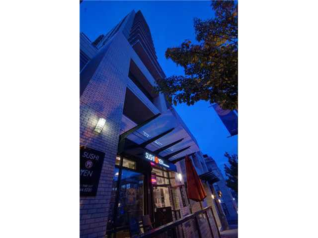 """Main Photo: 303 39 SIXTH Street in New Westminster: Downtown NW Condo for sale in """"Quantum By Bosa"""" : MLS®# V1135585"""