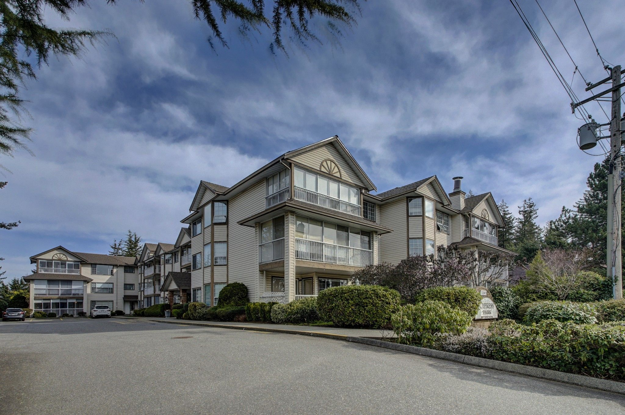 Main Photo: 306 32145 Old Yale Road in Abbotsford: Abbotsford West Condo for sale : MLS®# R2351465