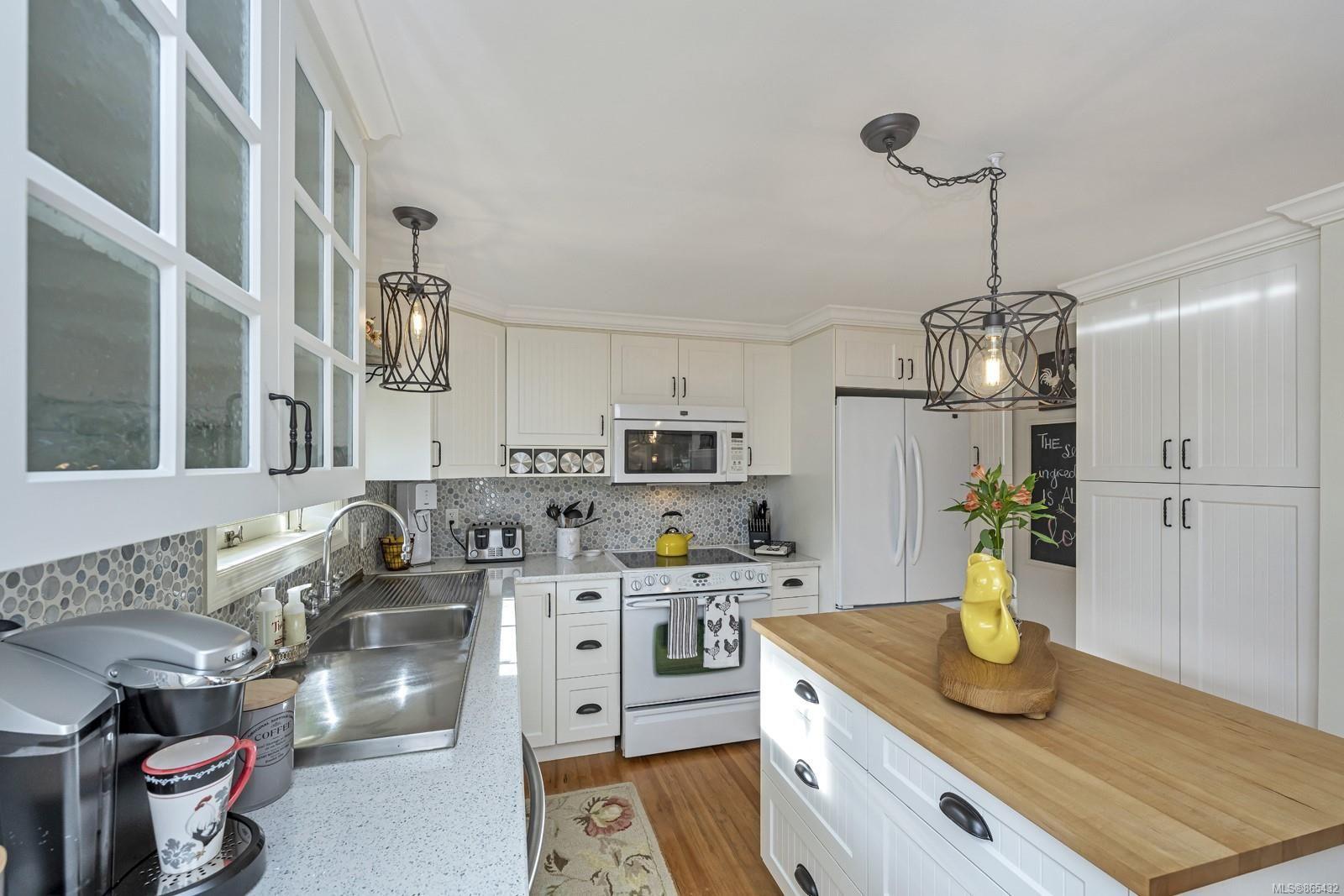 Photo 8: Photos: 6734 Drummond Dr in : Du East Duncan House for sale (Duncan)  : MLS®# 865432