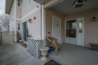 Photo 2: 6048 N Cedar Grove Dr in : Na North Nanaimo Row/Townhouse for sale (Nanaimo)  : MLS®# 868829