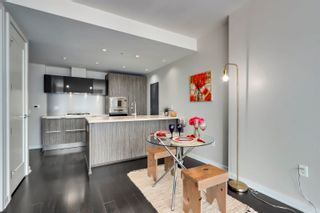 """Photo 7: 805 1661 ONTARIO Street in Vancouver: False Creek Condo for sale in """"SAILS"""" (Vancouver West)  : MLS®# R2615657"""