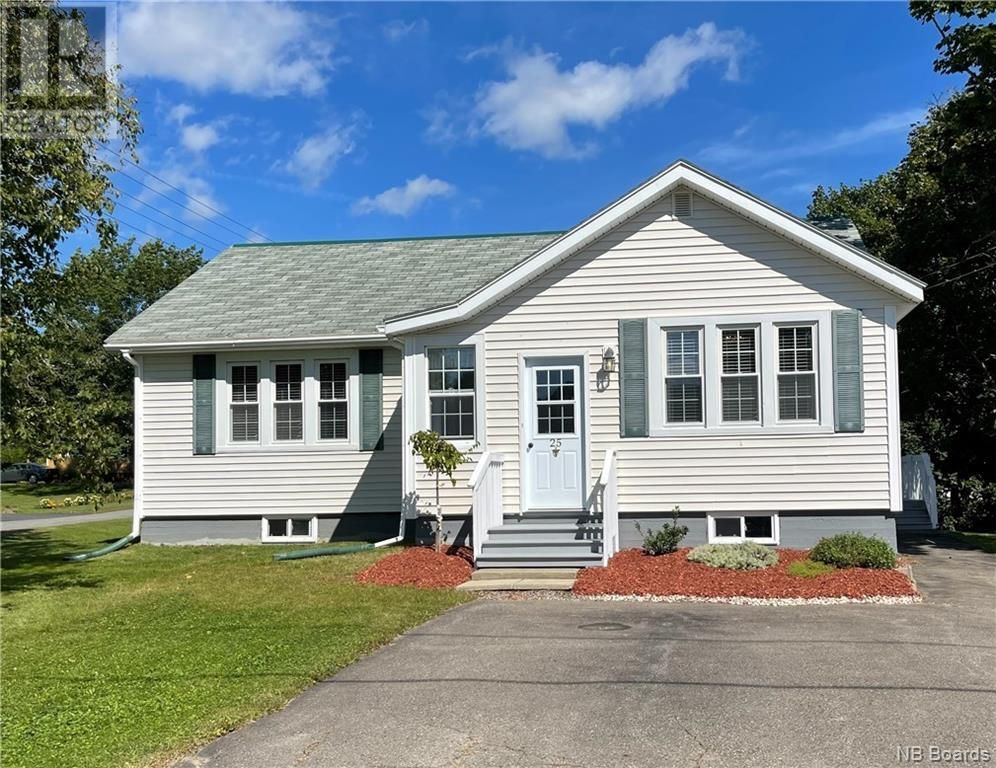 Main Photo: 25 Victoria Street in St. Stephen: House for sale : MLS®# NB063221