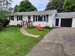 Photo 1: 7 Westview Drive in Charlottetown: House for sale : MLS®# 202122452