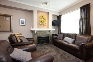 """Photo 2: 61 6465 184A Street in Surrey: Cloverdale BC Townhouse for sale in """"Rosebury Lane"""" (Cloverdale)  : MLS®# R2163634"""