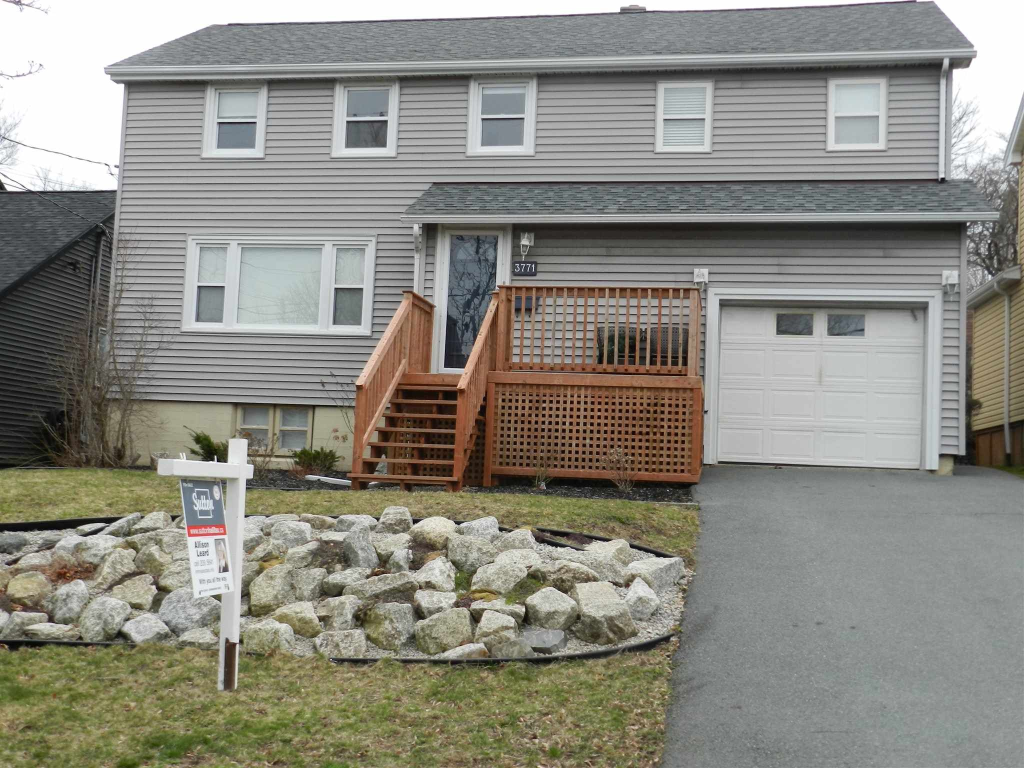 Main Photo: 3771 Memorial Drive in Halifax: 3-Halifax North Residential for sale (Halifax-Dartmouth)  : MLS®# 202107498