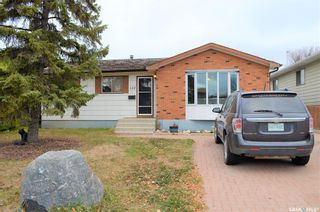 Photo 1: 122 Clancy Drive in Saskatoon: Fairhaven Residential for sale : MLS®# SK873839