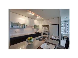 """Photo 2: 604 175 W 2ND Street in North Vancouver: Lower Lonsdale Condo for sale in """"VENTANA"""" : MLS®# V912477"""
