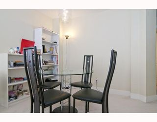 """Photo 3: 301 995 W 59th Ave in Vancouver: Marpole Condo for sale in """"Chruchill Gardens"""" (Vancouver West)  : MLS®# V812017"""