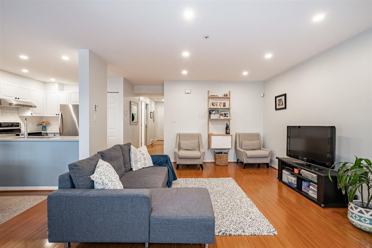"""Photo 7: Photos: 108 2677 E BROADWAY in Vancouver: Renfrew VE Condo for sale in """"BROADWAY GARDENS"""" (Vancouver East)  : MLS®# R2434845"""