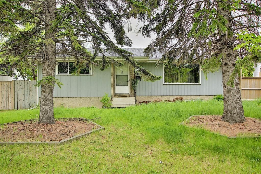 Main Photo: 4747 Memorial Drive SE in Calgary: Forest Heights Detached for sale : MLS®# A1118598