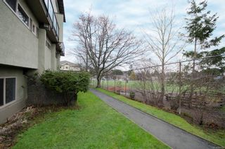Photo 22: 2 477 Lampson St in : Es Old Esquimalt Condo for sale (Esquimalt)  : MLS®# 862134