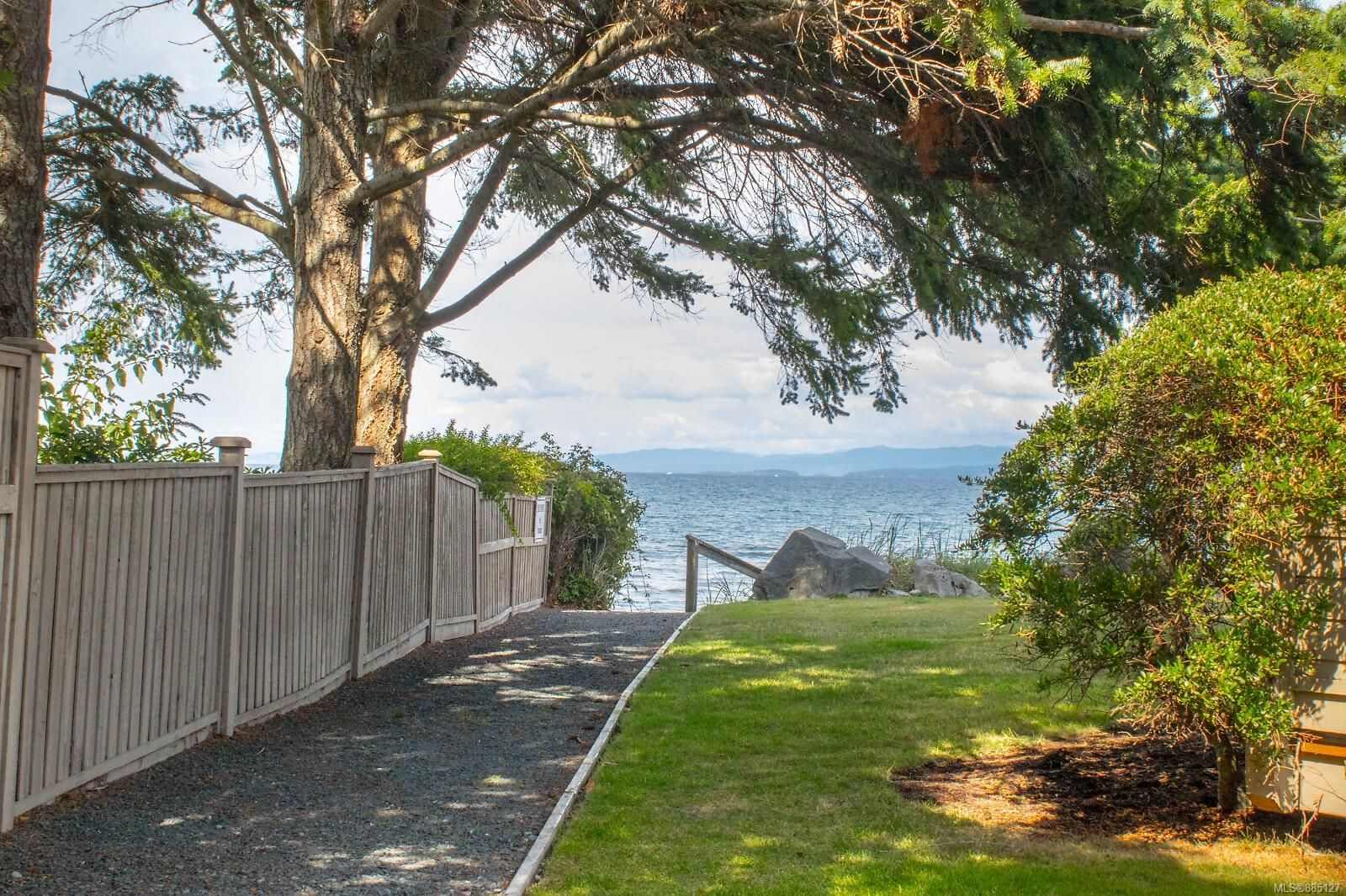 Photo 14: Photos: 26 529 Johnstone Rd in : PQ French Creek Row/Townhouse for sale (Parksville/Qualicum)  : MLS®# 885127