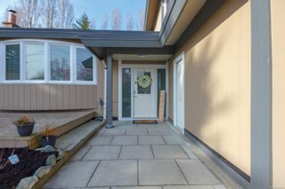 Photo 3: 10306 Gabriola Pl in Sidney: Si Sidney North-East House for sale : MLS®# 869552