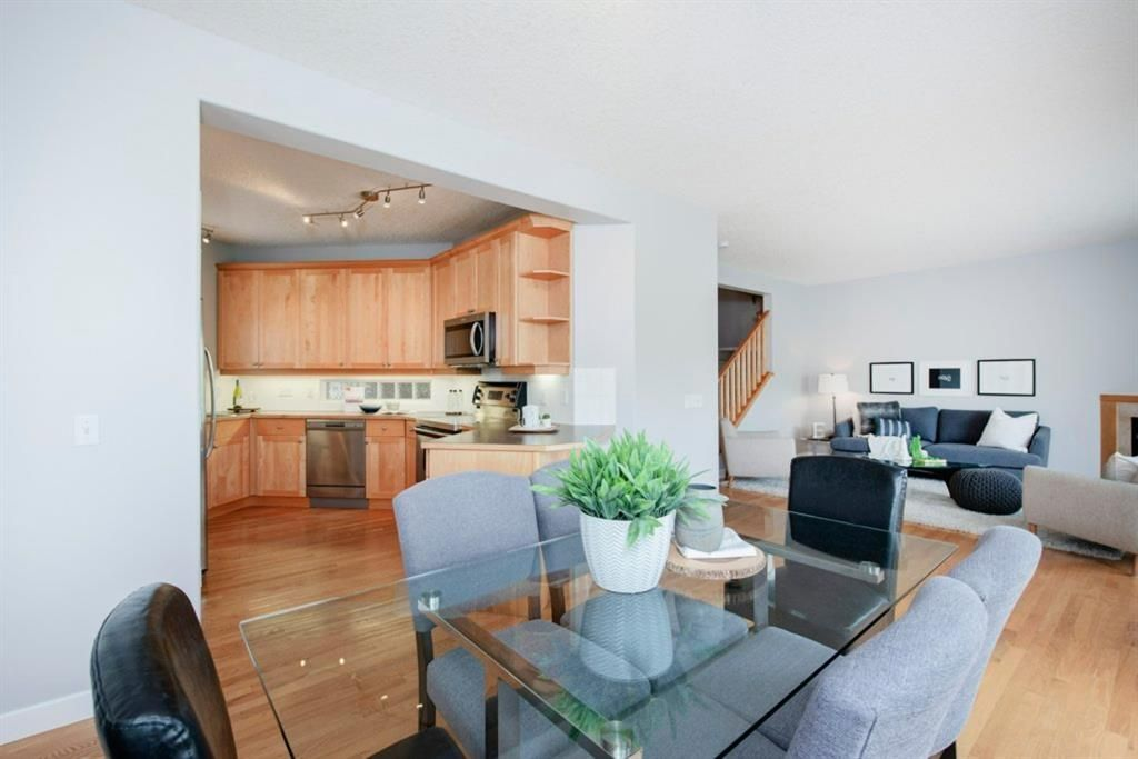 Photo 11: Photos: 32 Prominence Park SW in Calgary: Patterson Row/Townhouse for sale : MLS®# A1112438