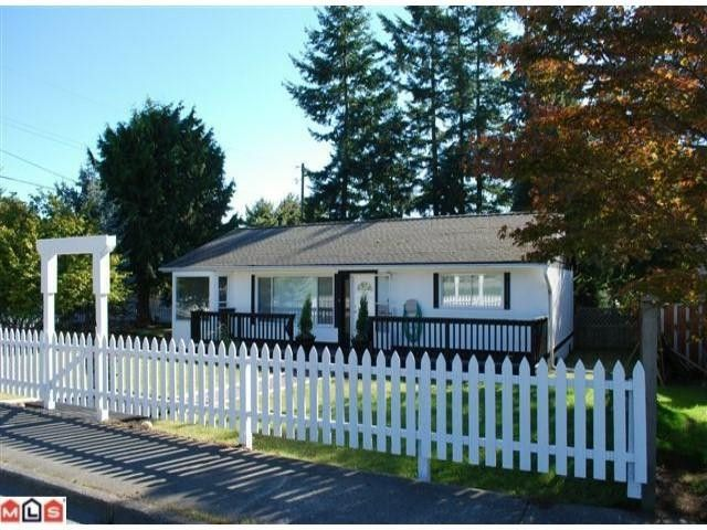 Main Photo: 13654 N BLUFF Road: White Rock House for sale (South Surrey White Rock)  : MLS®# F1025010