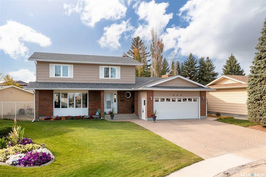 Main Photo: 242 Auld Crescent in Saskatoon: East College Park Residential for sale : MLS®# SK873621